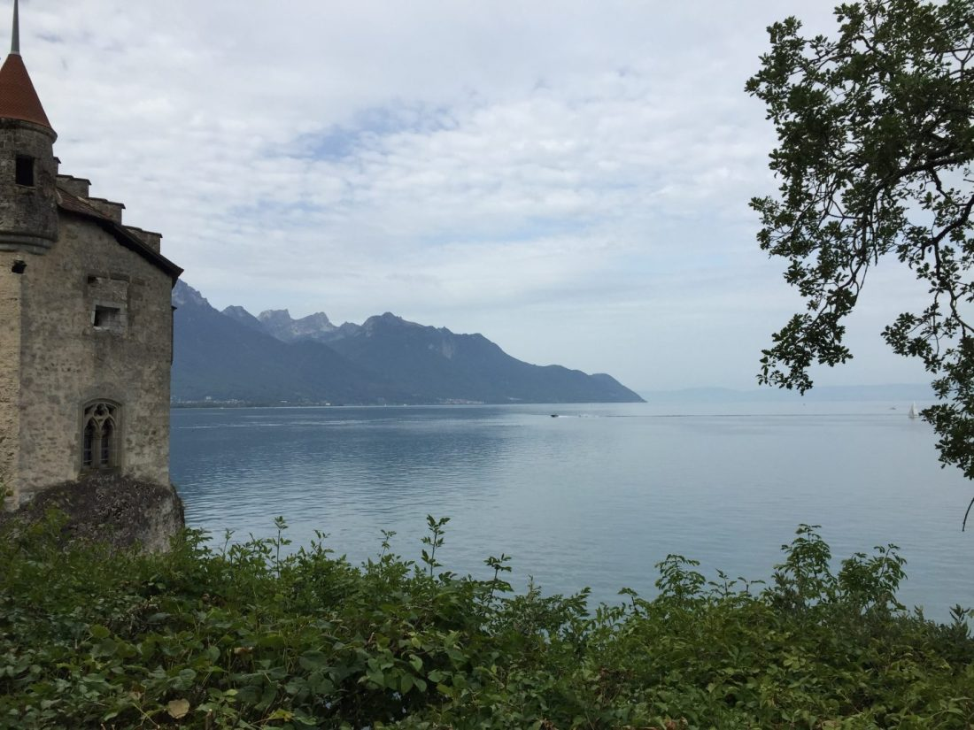 cropped-lake_castle1.jpeg